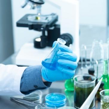 Si cumples los requisitos y deseas participar en un ensayo clínico para evaluar la seguridad de un fármaco basado en células madre, esto te interesa